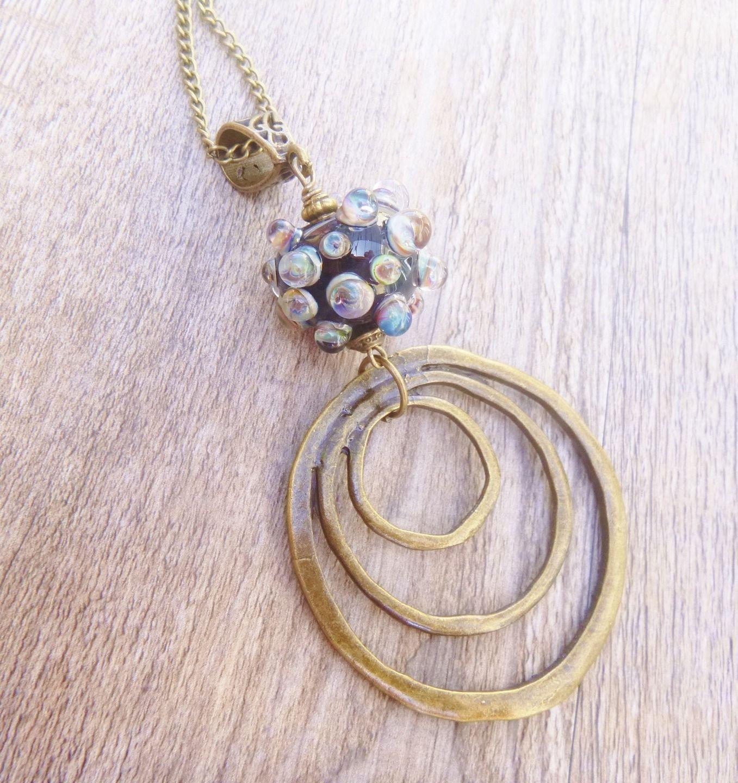 Sautoir Perle en verre de murano filé au chalumeau , façon tribale, lampwork métal bronze : Collier par boucles-d-or
