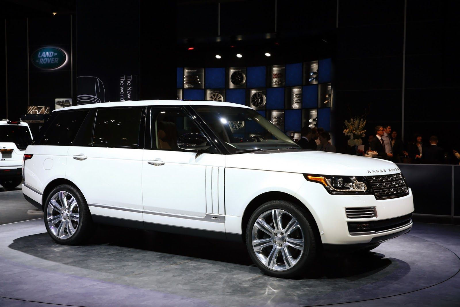 Category Range Rover >> 2016 Range Rover Svautobiography Debuts At The New York Auto Show