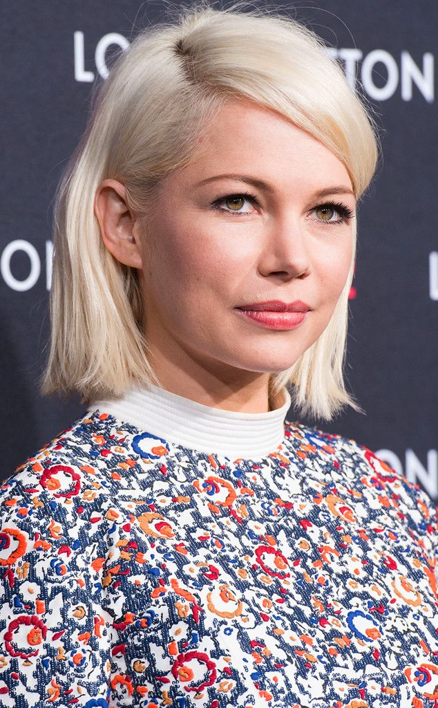 Michelle Williams From Stars Who Ve Gone Platinum Blond Michelle Williams Hair Blonde Celebrities White Blonde Bob