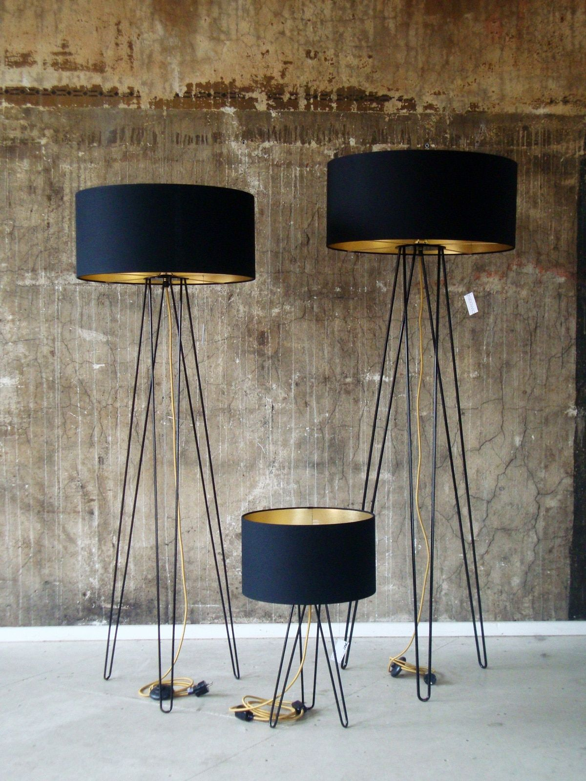 Designerleuchten Mit Goldenen Innenseiten Tischlampen Lampen