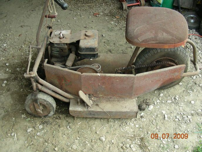 Help Indentify 3 Wheel Vintage Lawn Mower Garden Tractors Forum With Images Lawn Mower Tractor Cordless Lawn Mower Riding Mowers