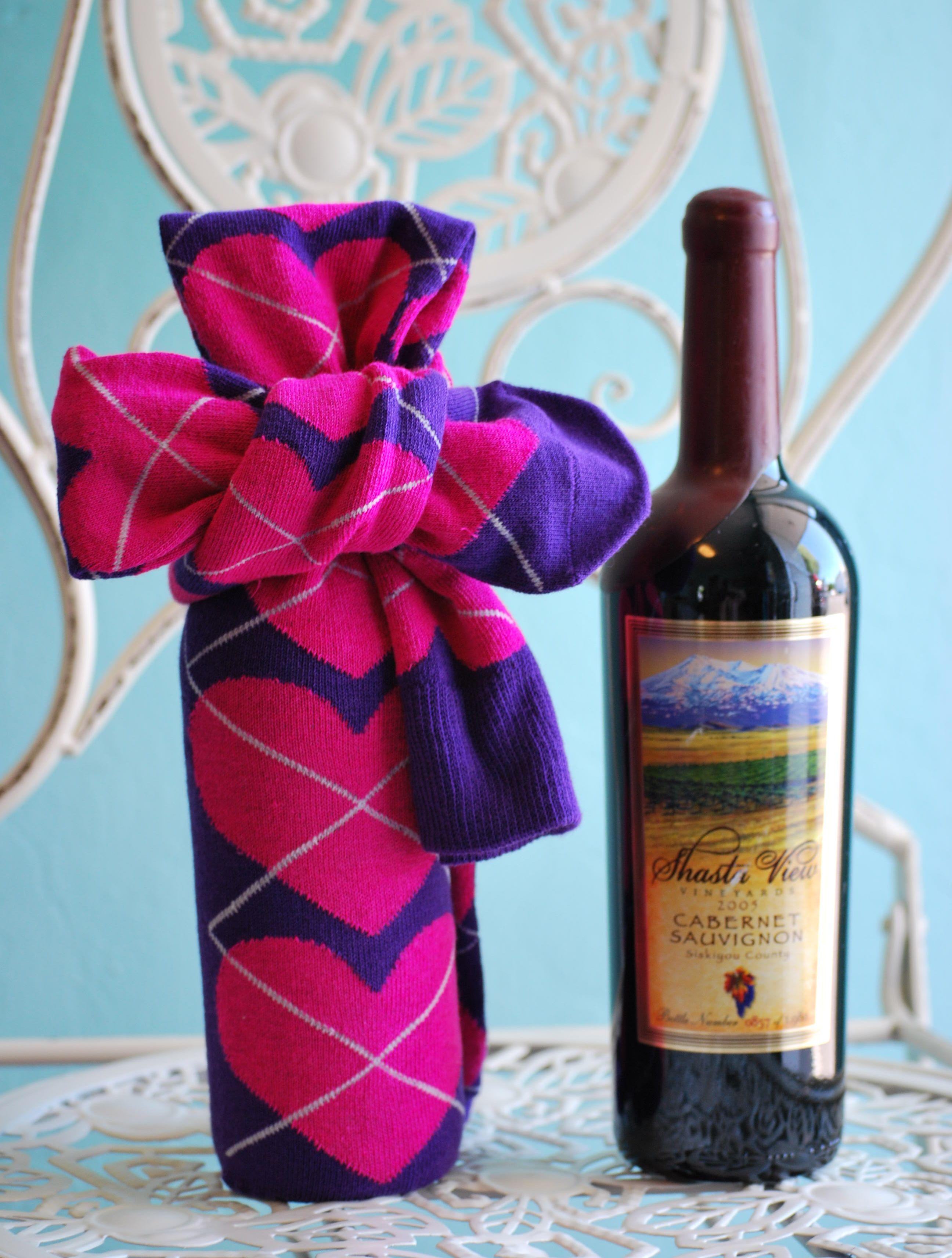Super cute and easy DIY wine gift wrap idea 1. Pick a