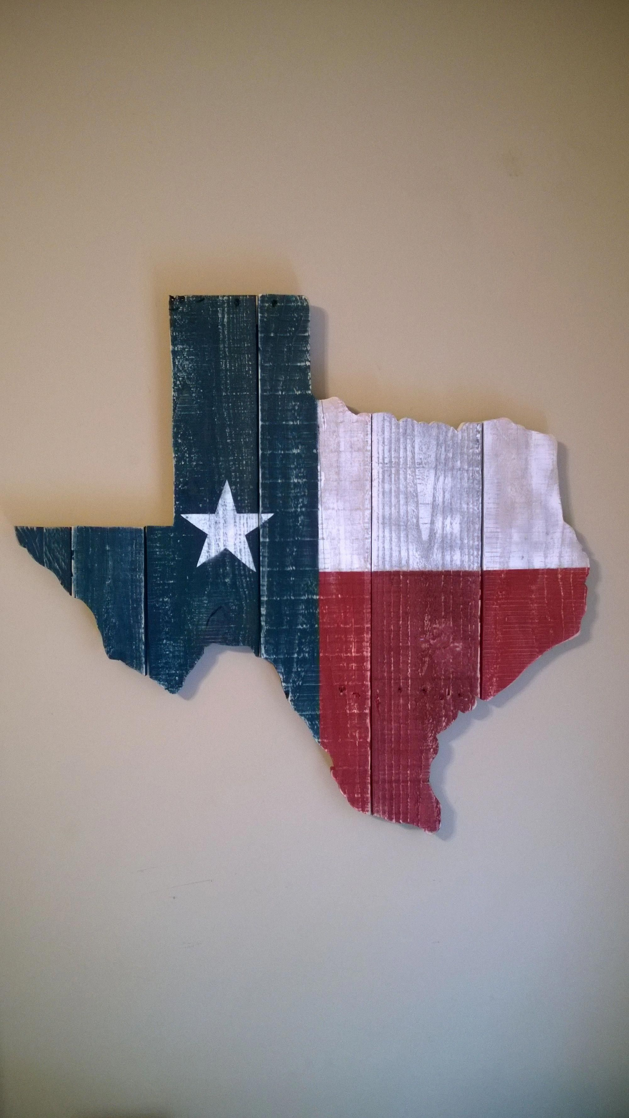 Texas State Flag Wall Hanging Made From Reclaimed Pallet Wood Woodworkingprojectsbeginner Texas Crafts Texas Decor Texas Shaped