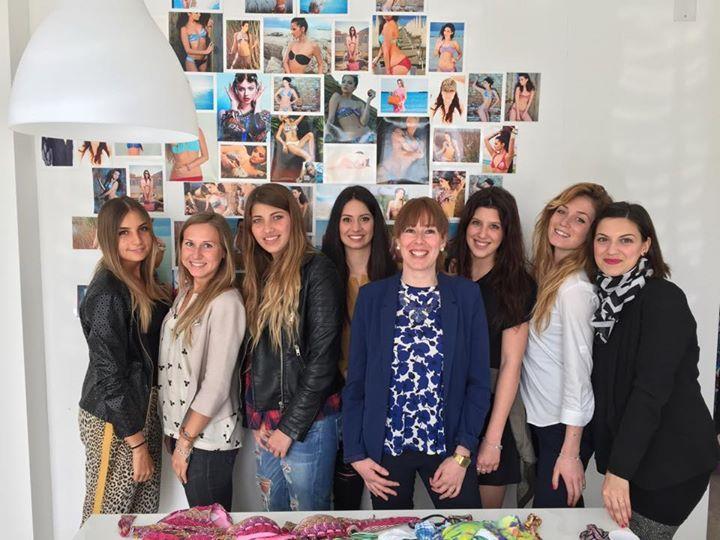 Ehy Girls! Ehy Dunnas Girls <3 <3 <3 http://goo.gl/n5cCwv  #woman #dunnas #girls #womanpower #showroom