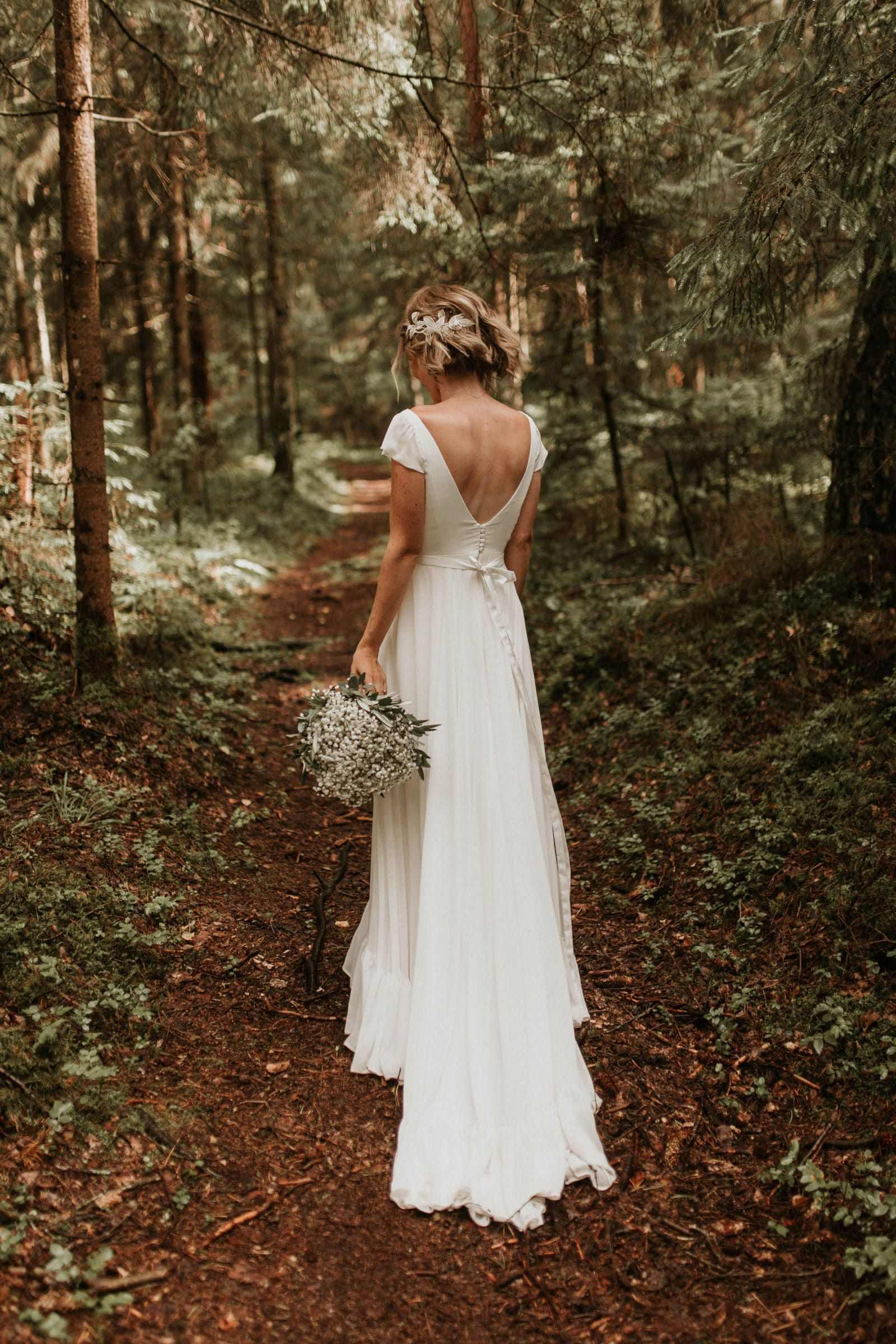 Soft And Daring Natural Looks For Brides Bohemian Style Wedding Dresses Forest Wedding Dress Dream Wedding Dresses [ 2400 x 1600 Pixel ]