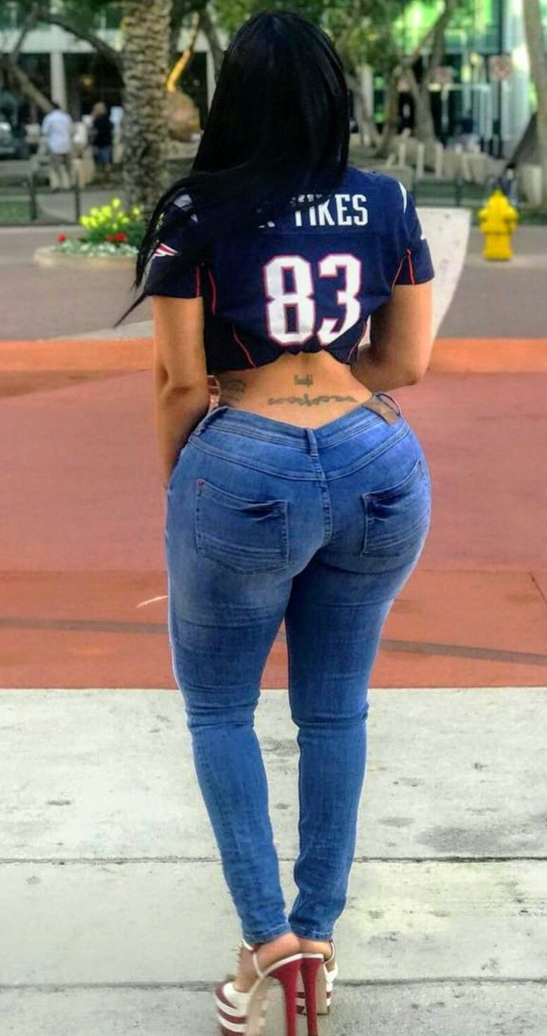 Sexy black ass in jeans