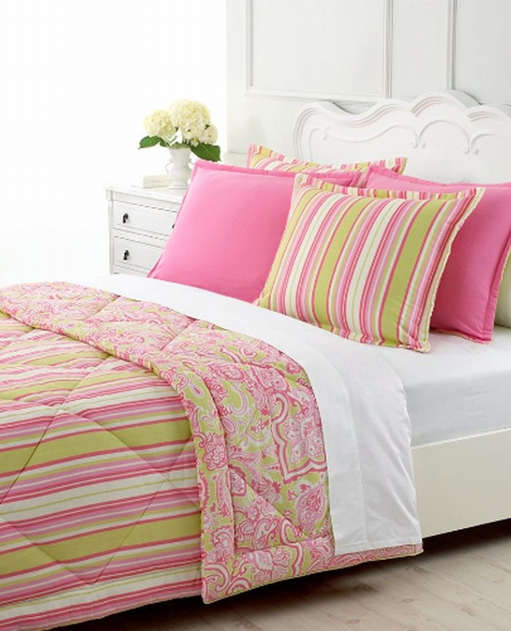 Martha Stewart pink and green bedding | Green comforter, Pink