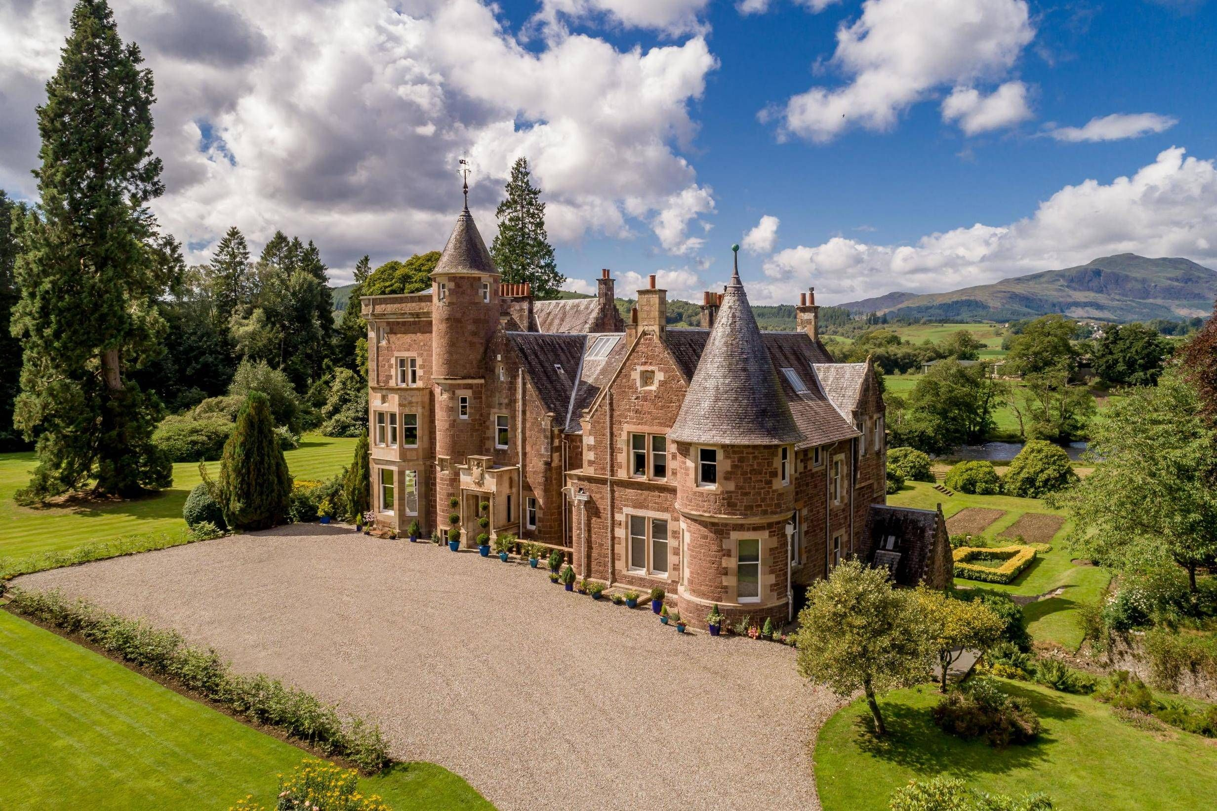 This 13 Bed Scottish Manor With Pop Art Interiors Is Cheaper Than A Chelsea Flat Scottish Castles For Sale Manor Castle House