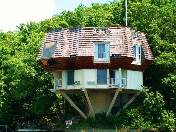 love this house at the Lake of the Ozarks in my home state! I ...