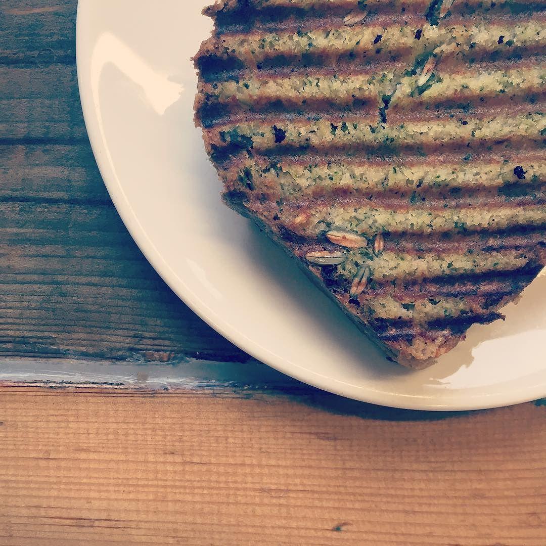Breakkie with my mom #glutenfreevegan #healthyfoodshare #øko #fitfamdk #rigtigmad #vegansk #plantbased #veganskmad #veganfoodie #primal #plantbaseddiet #sundhedsblog #sundevaner #sundmad #whatveganseat #madmedfølelse #zucchinicake #coffeetime #fitvegan #sundhed #plantpower #plantstrong #veganism #plantpowered #espresso #minimalistbaker #ig_minimalism #travelingvegan #vegantraveler by sundhedsnoerden