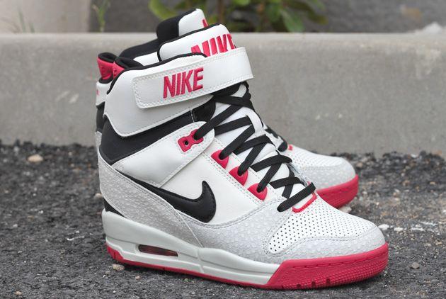 pretty nice 60aa1 f6a4b Nike Air Revolution Sky Hi