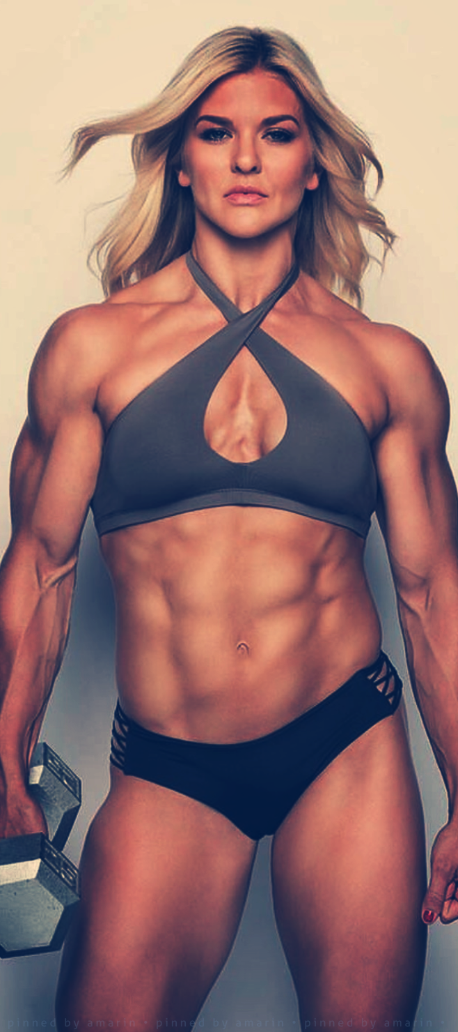 Flexxxing part muscular women