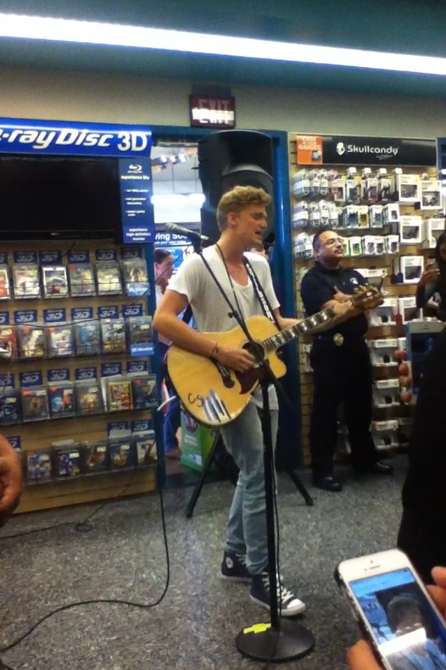Cody simpson is a really amazing singer to watch live