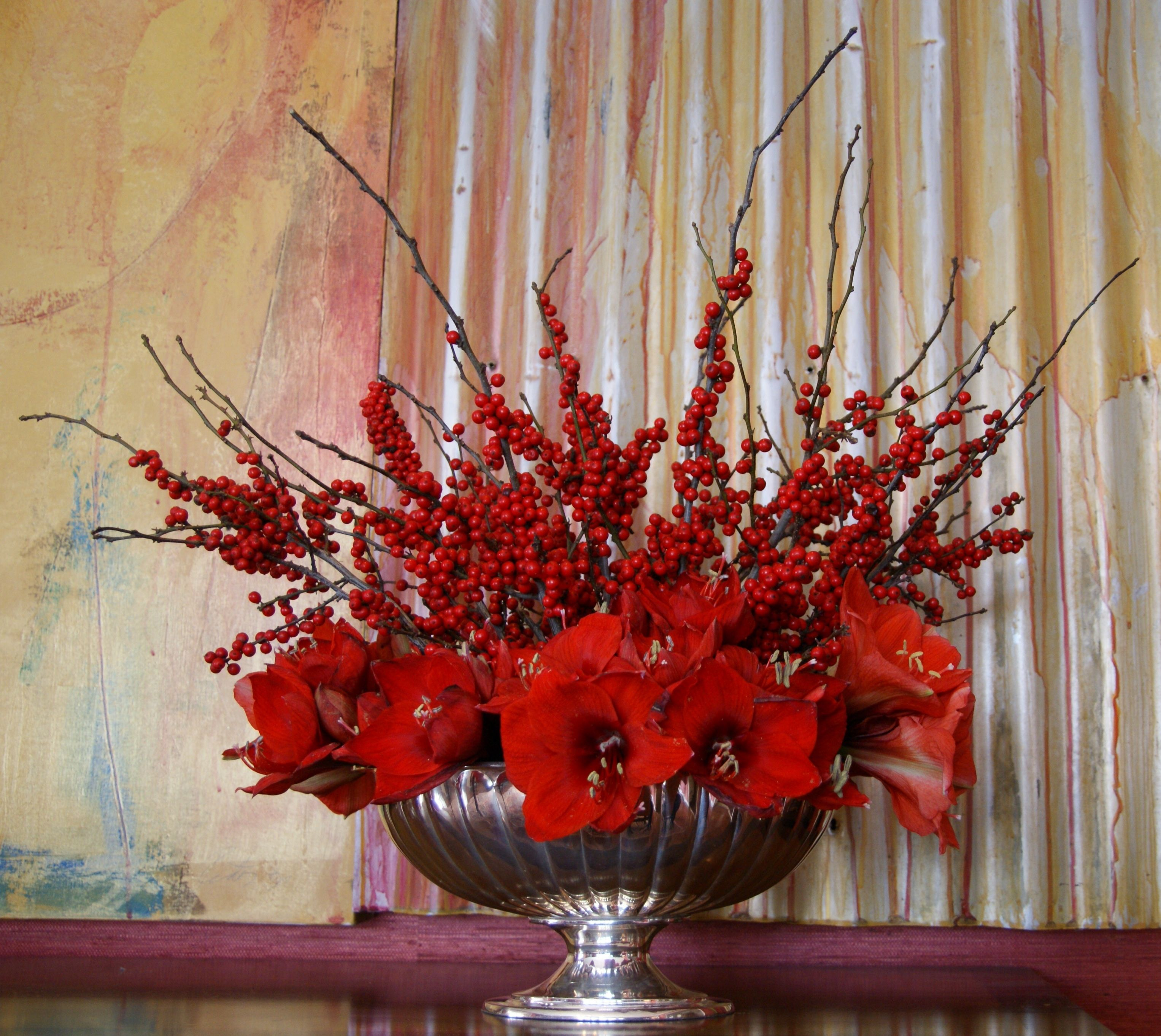 Carolyne roehm 39 s blog on holiday decorating and her use of for Amaryllis christmas decoration