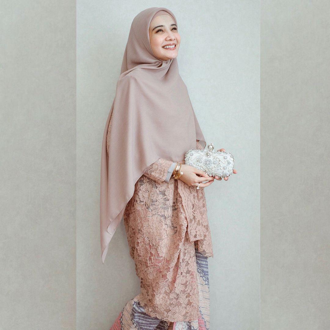 Tutorial Hijab Segi Empat Zaskia Sungkar