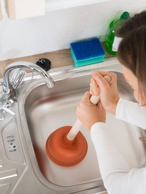 Der Abfluss stinkt: 7 Tipps, um unangenehme Gerüche zu entfernen ...