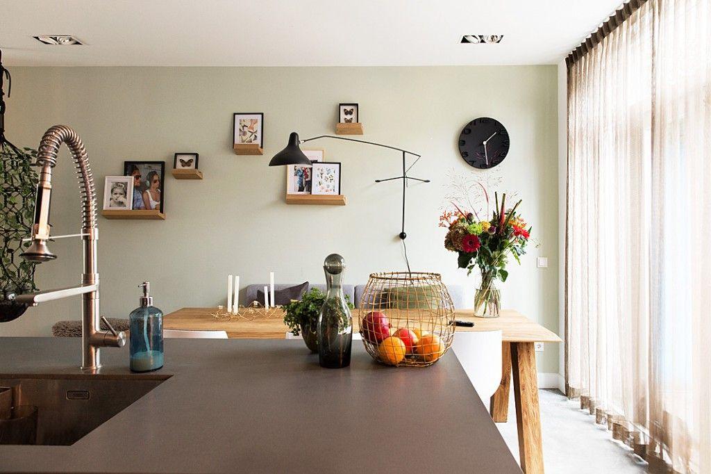 Zicht van de keuken op de eethoek hal 2 ruimtevormgevers yvonne