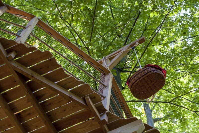 Pod Kačínom v bratislavských mestských lesoch otvorili 5. októbra prvý domček na strome na Slovensku s možnosťou prenocovania. | Aktuality.sk