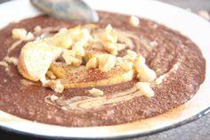 Kirschbiene kocht: Schoko-Porridge aus Buchweizenflocken mit Walnusskernen & Birne