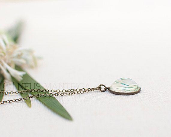 Green pendant, Green necklace, Grass pendant, Grass by NeusManteiga