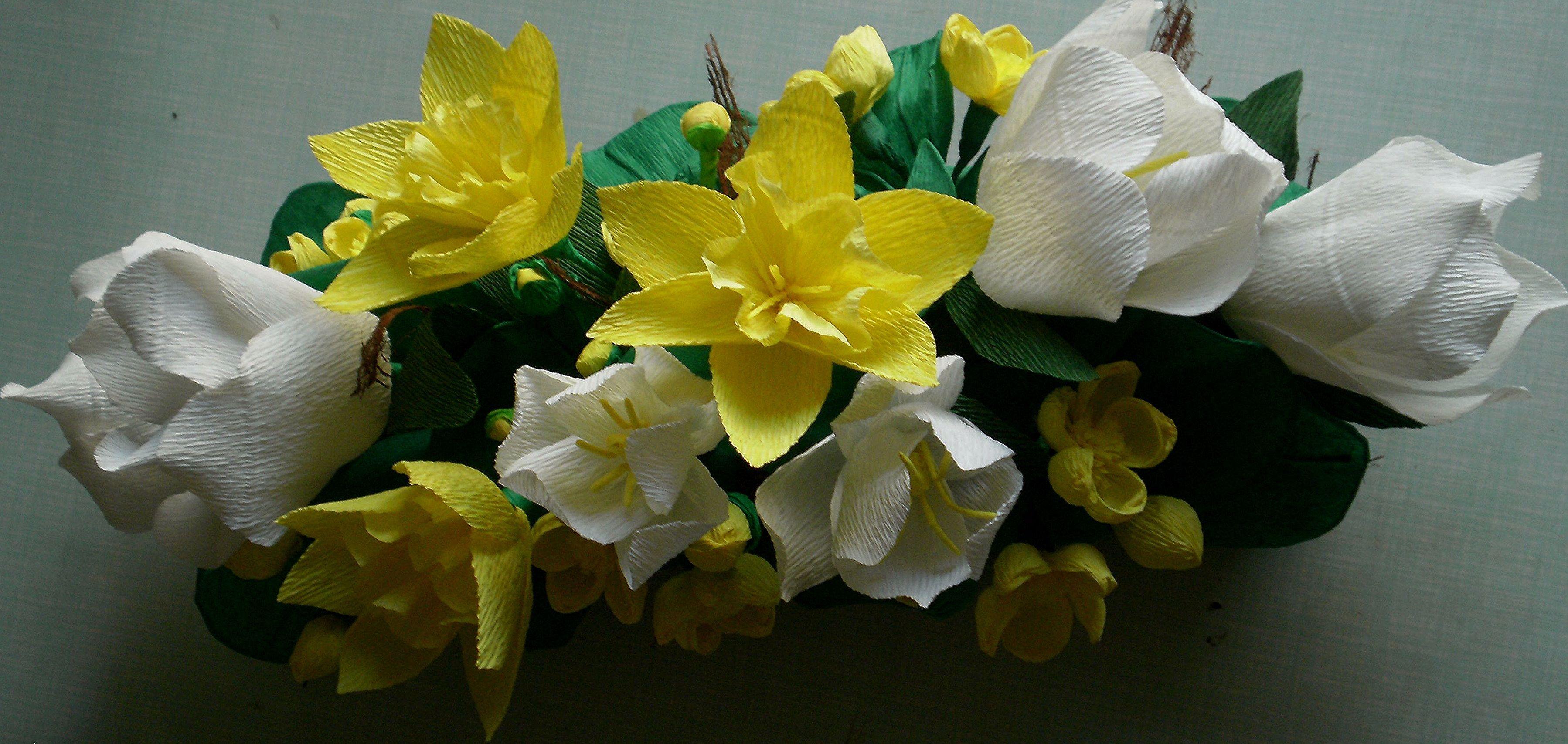 Kwiaty Tulipany Zonkile Kaczence W Koszyku Z Wikliny Papierowej Daffodils Modern Disney Bridal Crown