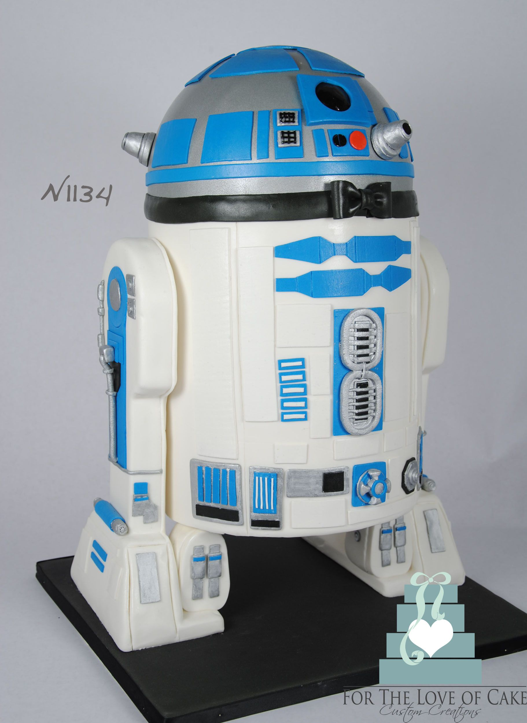 R2D2 groom s cake A large 3D 150 serving R2D2 groom s cake great