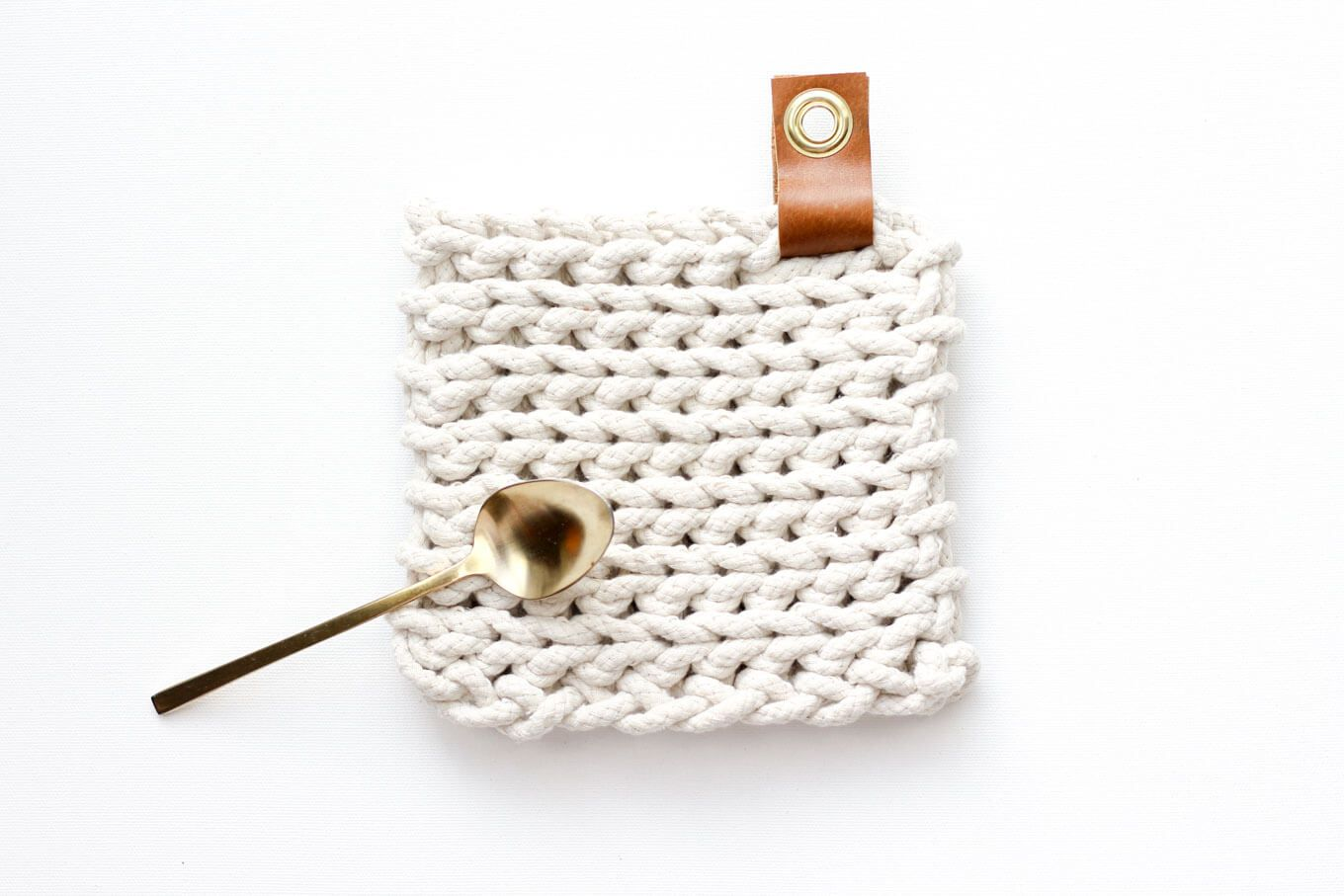 Clothesline Trivet - Free Modern Crochet Pattern Using Rope