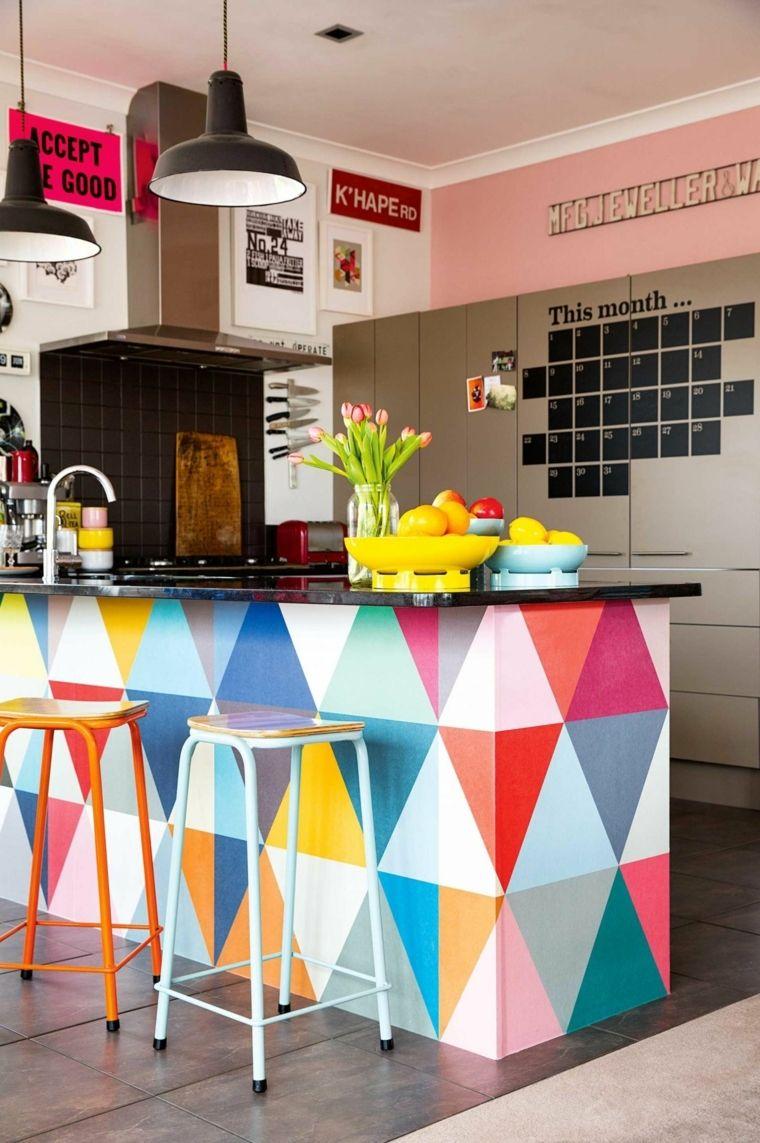 Esempio Di Cucine Moderne Piccole Con Isola Con Triangoli Colorati