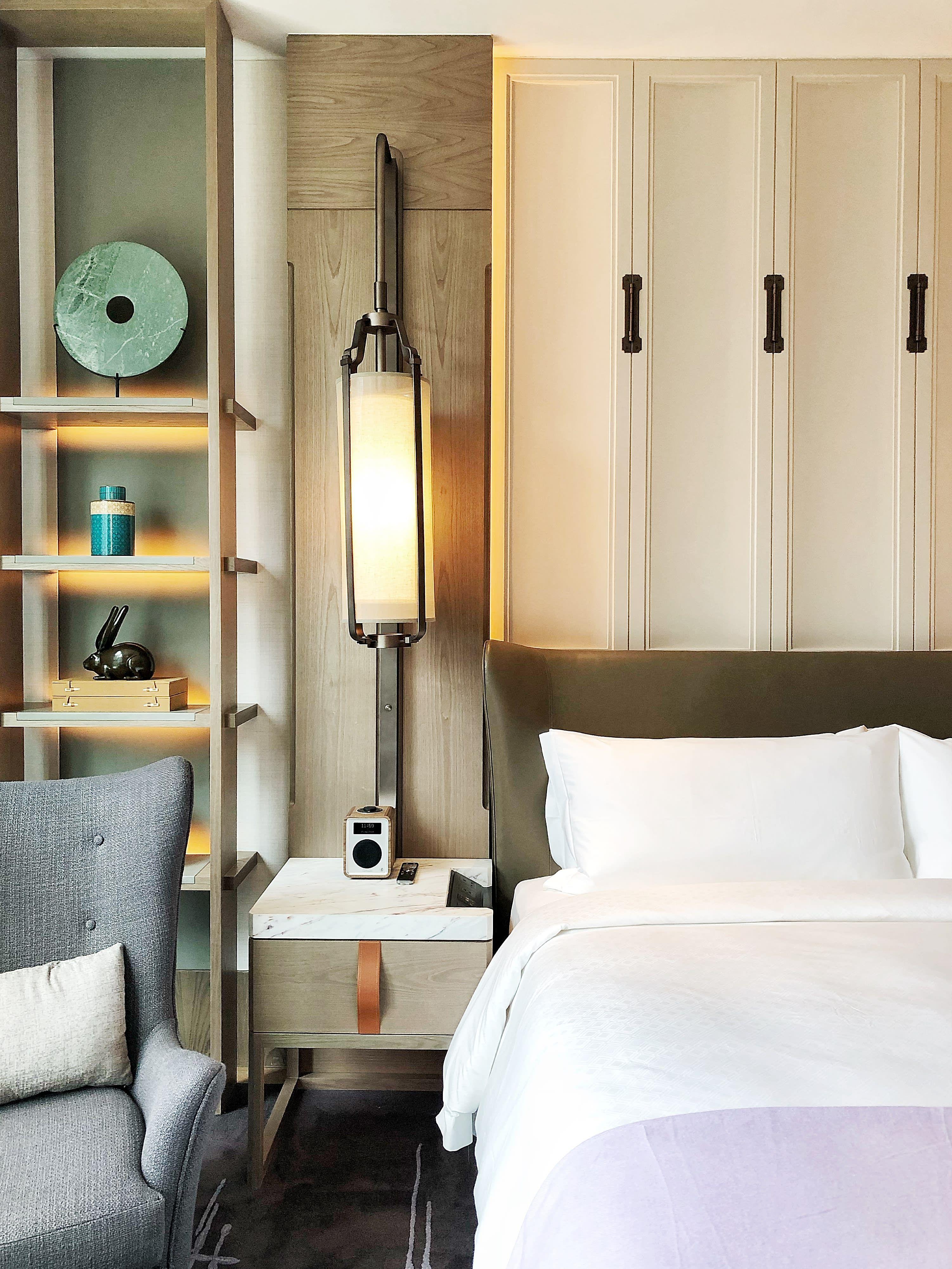 5 Five Star Hotel Bedroom Decorating Tricks To Replicate At Home Bedroom Hotel Bedroom Decorating Tips Hotel Bedroom Decor
