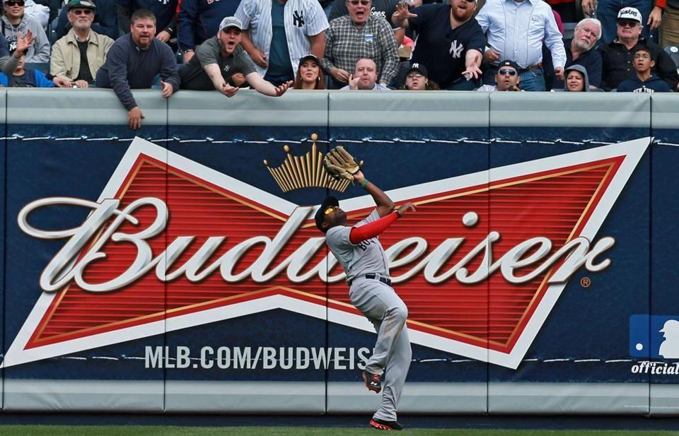 Red Sox close out win vs. Yankees Sox yankees, Yankee