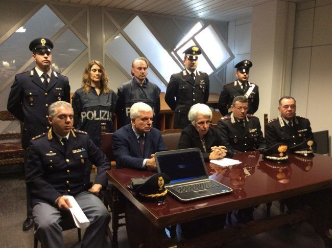 Truffe agli anziani si fingono avvocati e carabinieri per spillare soldi: sei arresti | C https://t.co/QlUAOVSjE1 https://t.co/chxNVfVVJi