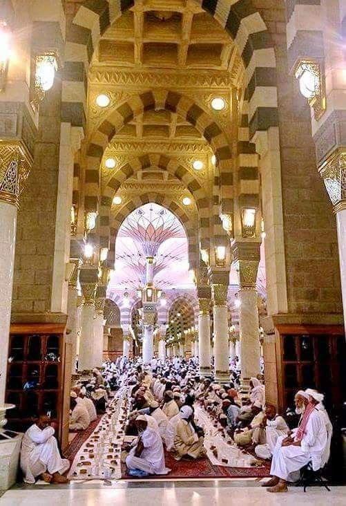 باقي حوالي 100 يوم علي رمضان اللهم بلغنا رمضان و ارزقنا إفطار فى المسجد النبوى Ceiling Lights Chandelier Light