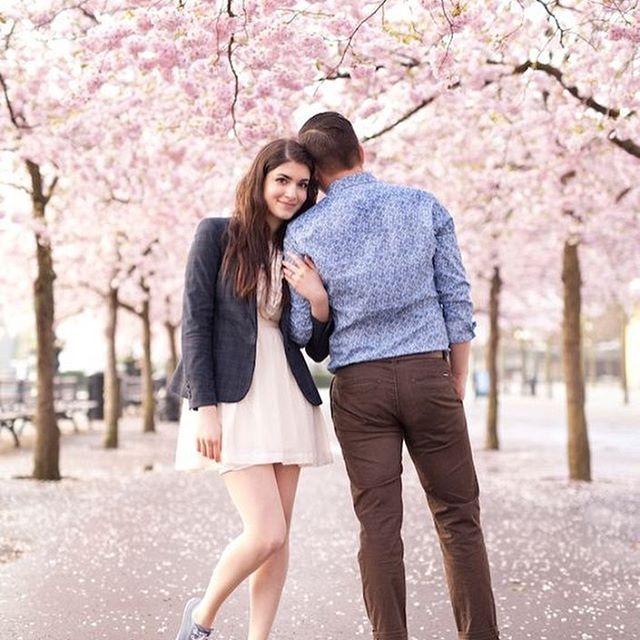 A Dreamy Pre Wedding Shoot Under Cherry Blossom Trees Photo Courtesy Cherriecouttseklund Prewedding Pre Wedding Photos Prewedding Photography Photoshoot
