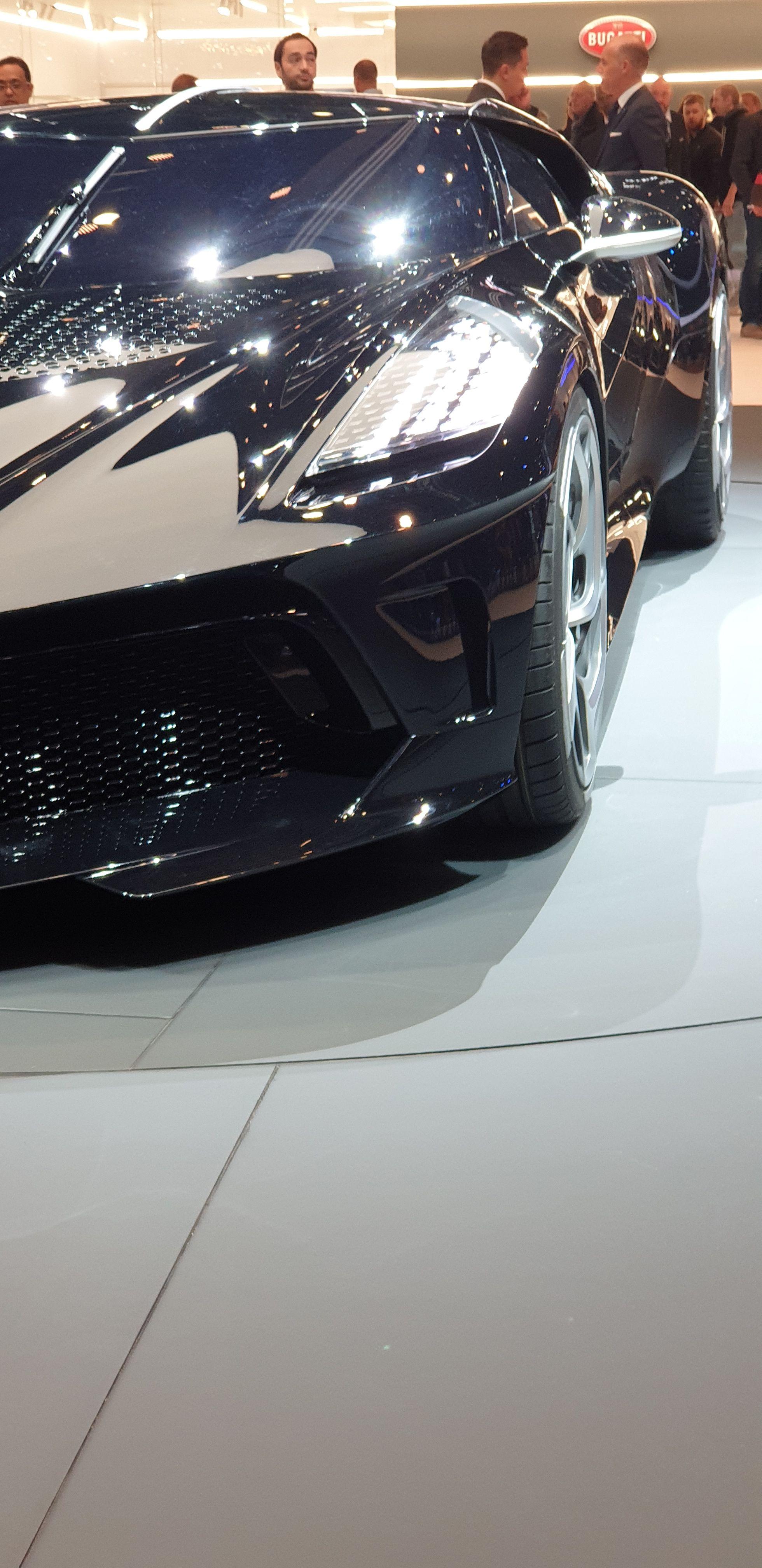 Aussi Cher Que 100 Nouvelles Porsche Bugatti Présente Au Salon De L Automobile De Genève La Voiture Neuve La Plus Précieuse J Bugatti Voitures Noires Voiture