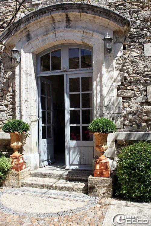 Le Posterlon è una Maison d'hôtes de charme del XVIII secolo situata nel cuore dell'antico villaggio di Caumont sur Durance. Buona visione! http://www.posterlon-provence.com/maison-d-hotes-provence.htm