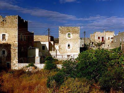 Traditional towers in Mani  - Elaionas Studios Apartments Gytheio Greece -   Contact: Stavropoulos Evangelos -   Tel. +30-27330-21512 Mobile. +30-697-3788697 -   www.elaionas-studios.gr  info@elaionas-studios.gr