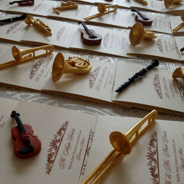 New Orleans Wedding Ideas: Jazzy Escort Cards For A New Orleans Themed Wedding