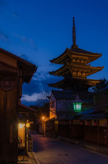dramatically-problematic:    Yasaka-no-to, Kyoto / 夕暮れの八坂の塔(法観寺・京都) by Kaoru Honda on Flickr.