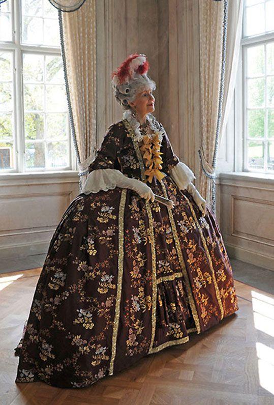 Untitled Document 18th Century Costume 18th Century Fashion Rococo Fashion