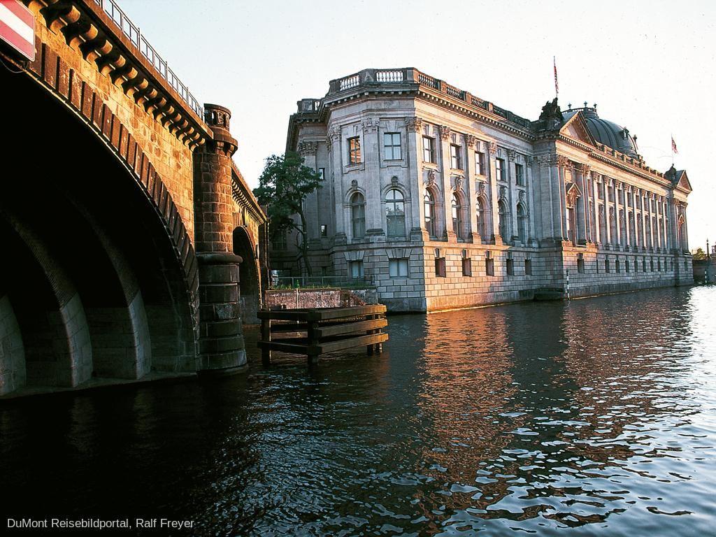 Die Museen Der Museumsinsel Berlin Museum Insel Museum Bode Museum
