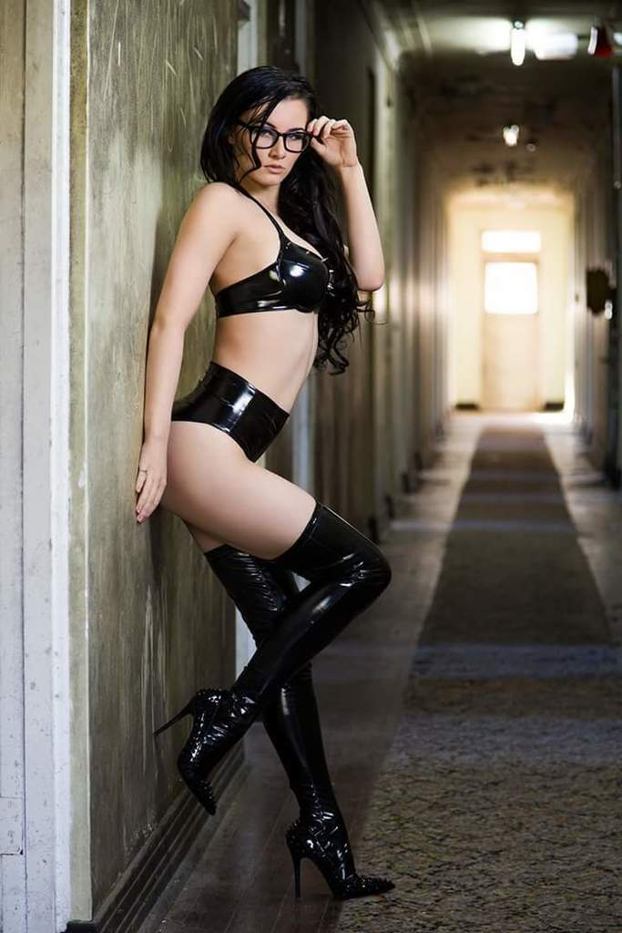 Small Tits Sub Girl Bondage Punishment Fuck For Pussy Domination
