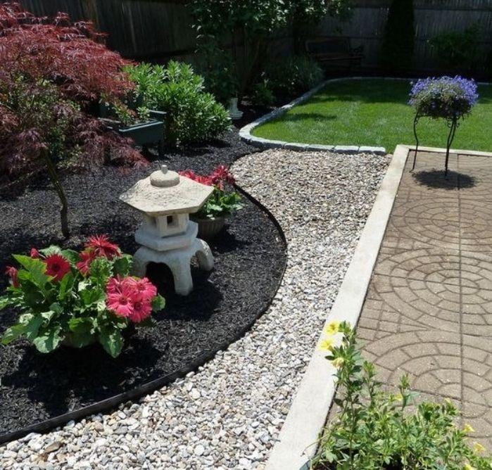exemple de jardin zen minimaliste coin japonais avec gravier et terreau arbustes arbres - Amenager Un Coin Zen Dans Le Jardin