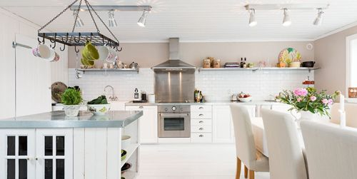 bright+white+swedish+scandinavian+kitchen+ideas Romantic Scandinavian Summer House