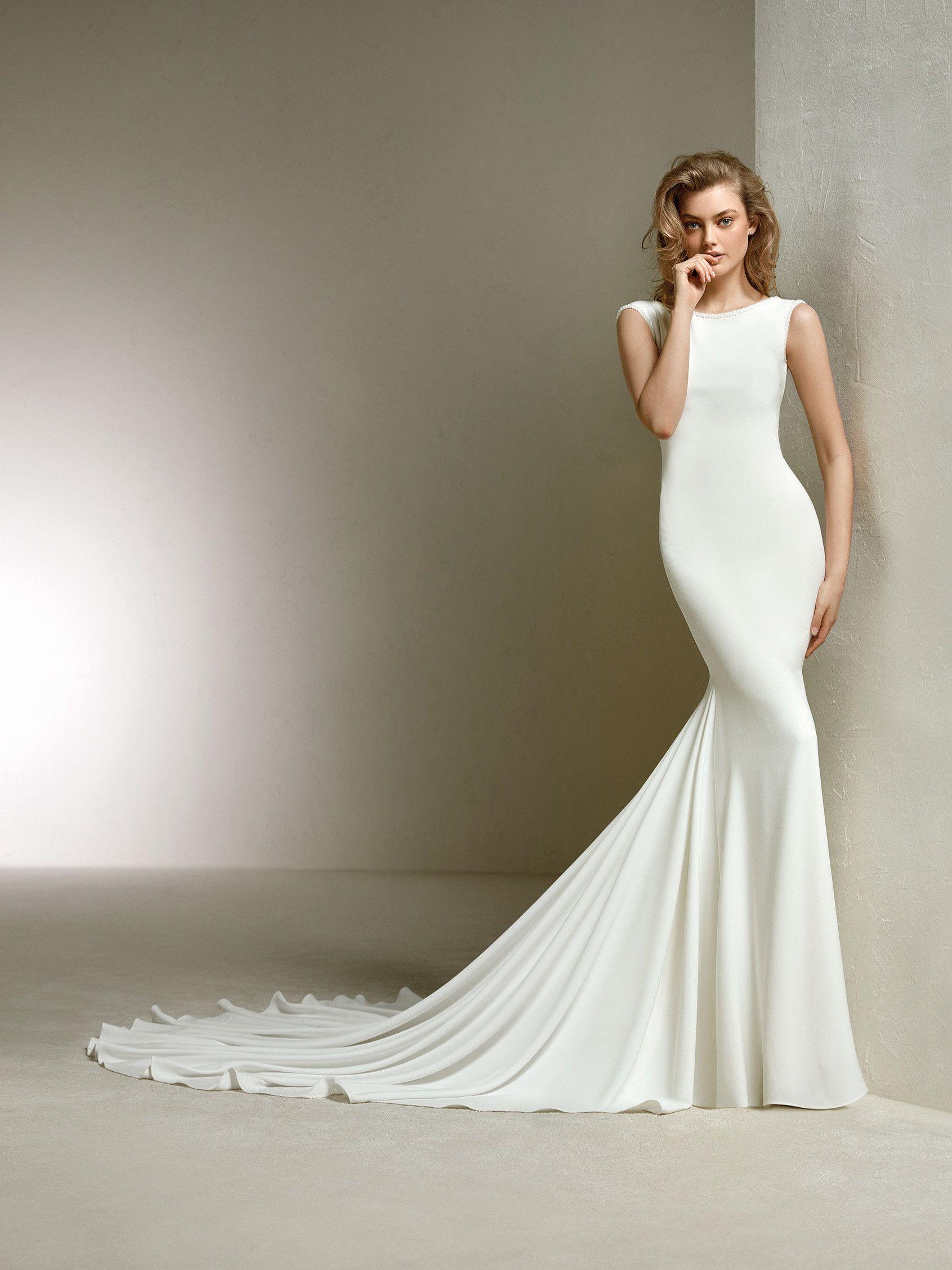 03384dc819323 Wedding dress with an elegant V-back. DANIELA | Pronovias 2018 Collection |  Pronovias
