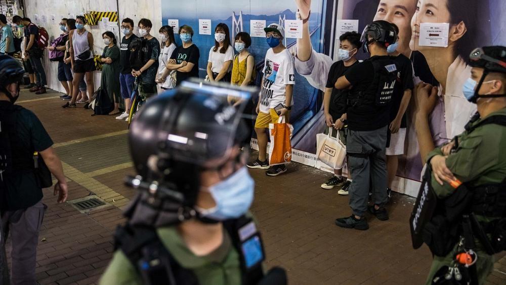 شاهد اشتباكات جديدة بين الشرطة ومحتجين في هونغ كوتغ واعتقال المئات ئيرو نيوز Stationary Bike Bike Hard Hat