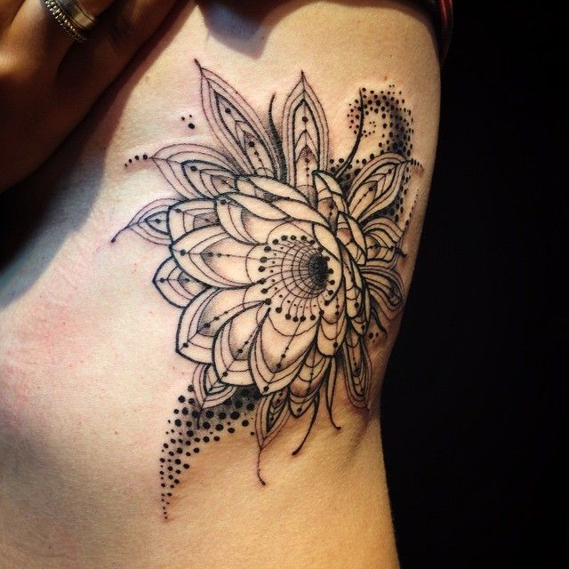 Photo of Flor punteada by Pedro Contessoto – Tatuajes para Mujeres