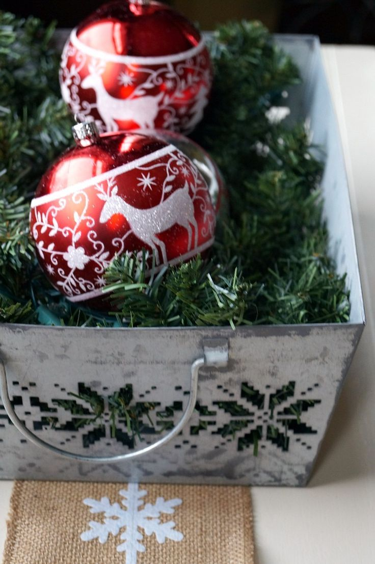 This Easy Christmas Centerpiece Idea adds the perfect touch of color and sparkle to your holiday table, mantle, or just about anywhere!