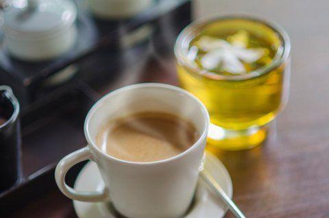 10 Weeks Body Change: Espresso und grüner Tee (beides ungesüßt) helfen durchs Nachmittagstief.