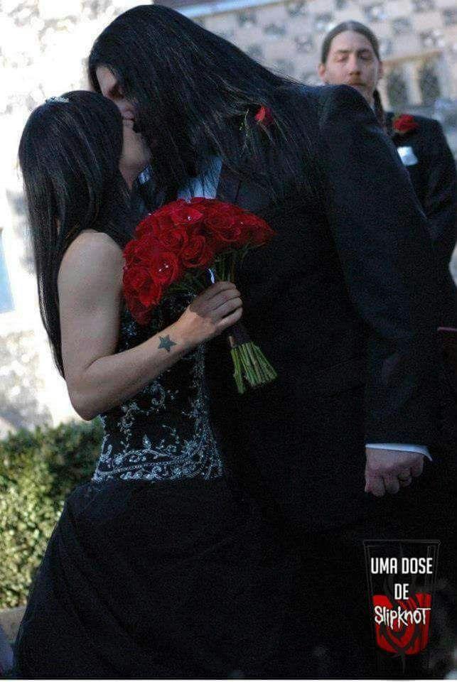 Aaaww...Mick & his wife .. #Slipknot #MickThomson