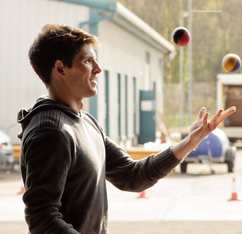 he actually learned to juggle for that episode. this is so cute i can't handle it
